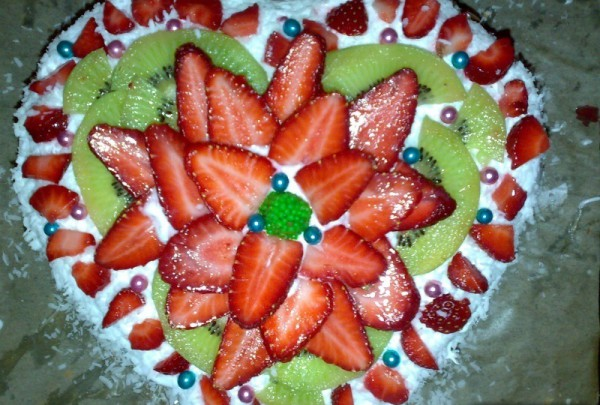 Торт в виде сердца на День Валентина