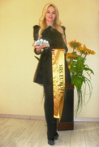 """Миссис Европа 2012 Елена Мозолева сменила статус: """"Развелась с мужем. Видно, он не смог жить с королевой""""."""