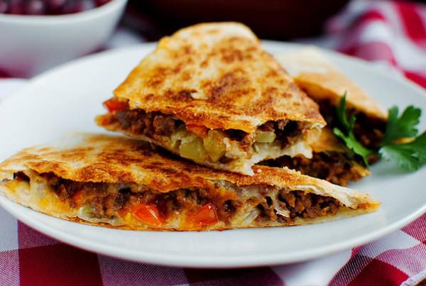 Мексиканскую кесадилью можно подавать на завтрак