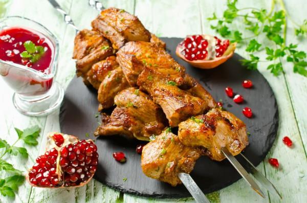 Шашлык из свинины с пряностями и луком