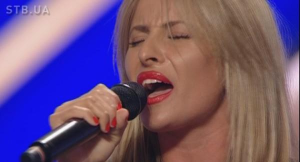 Ирина, бэк-вокалистка Натальи Могилевской, удивила судей хорошим вокалом