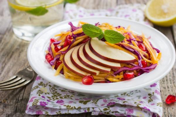 Постный салат из краснокочанной капусты