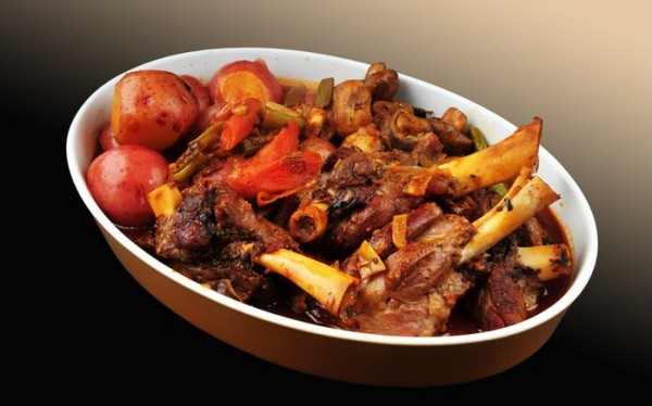 Рецепт                  Запеченные бараньи ребрышки с картофелем