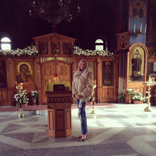 Анастасия Волочкова посетила храм instagram.com/volochkova_art