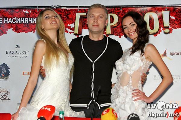 Сергей Светлаков оставил супругу с ребенком дома, а сам поехал на премьеру