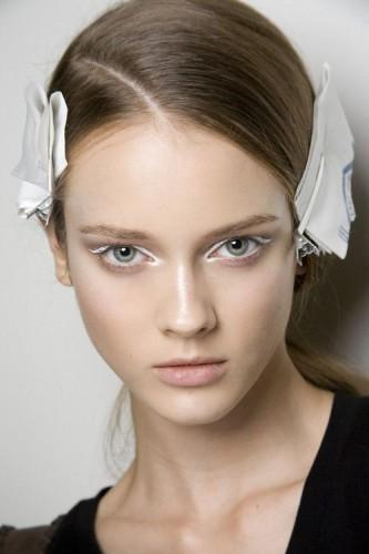 Белый лайнер: Модные идеи макияжа 2019