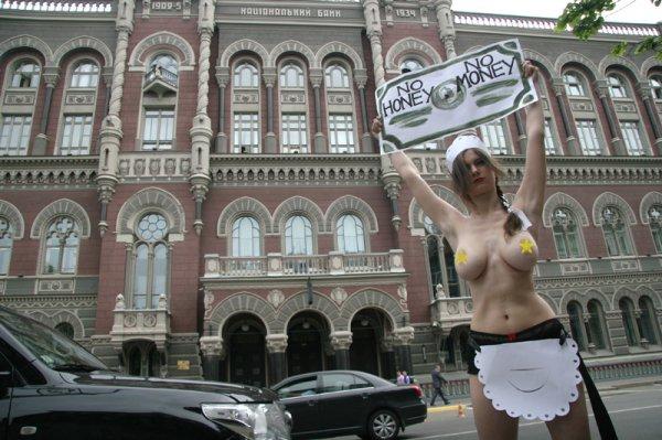 FEMEN провели моно-митинг против действий главы МВФ