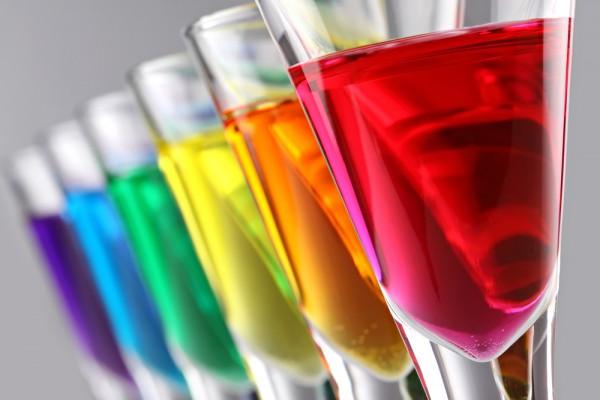 Разноцветные коктейли для вечеринки