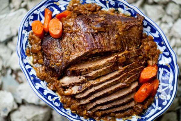 Рецепт                  Запеченная говяжья грудинка с овощами