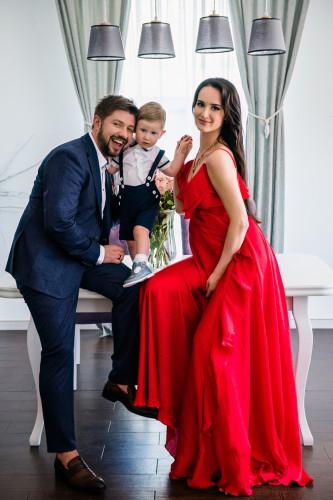 Александр Бережок с семьей фото