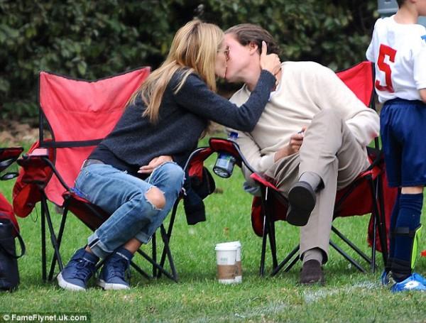 Хайди Клум публично целуется со своим возлюбленным