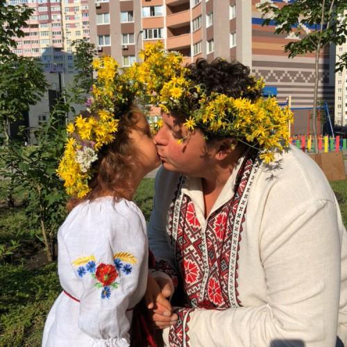 Украинские звезды в вышиванках