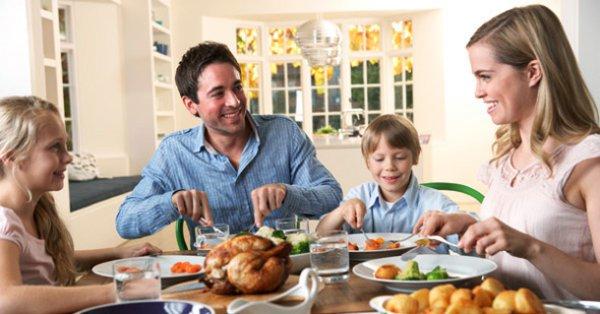 Говорят, что если в доме отсутствует обеденный стол, то и личные взаимоотношения в семье не складываются.