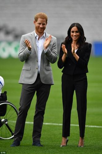 Меган Маркл появилась на каблуках на дублинском стадионе