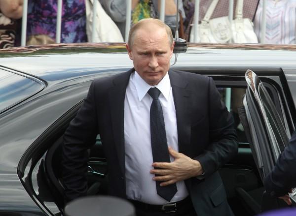 Российский президент Владмирир Путин наградил Аллу Пугачеву