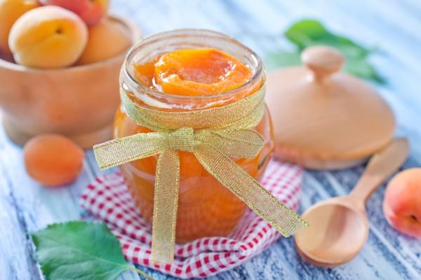 Царское варенье из абрикосов с косточками