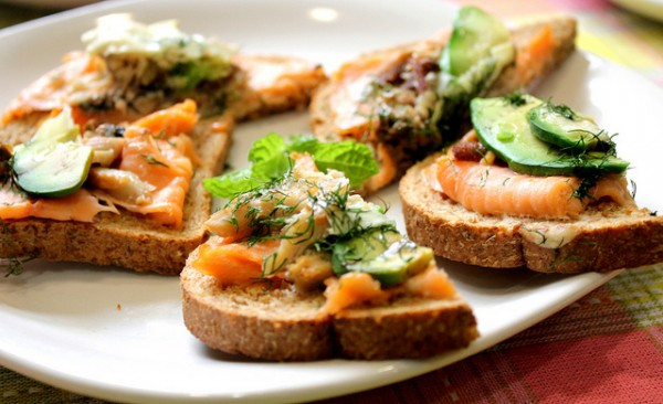 Рецепт                  Бутерброды с авокадо и рыбой