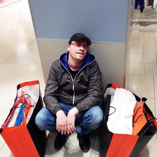 Гарик Харламов утомился и потратился на шопинге с Кристиной Асмус