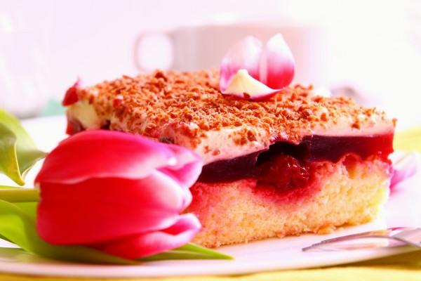 Праздничный торт на 8 марта