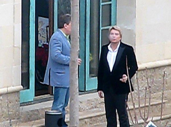 Николай Басков позволил себе выкурить кубинскую сигару