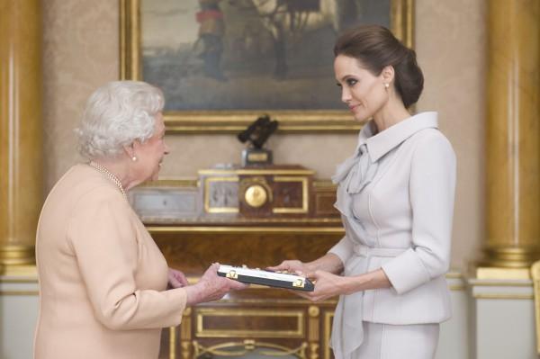 Анджелина Джоли получила орден святого Михаила и Святого Георгия