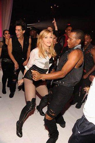 В свои 53 года Мадонна продолжает развлекаться с молоденькими парнями