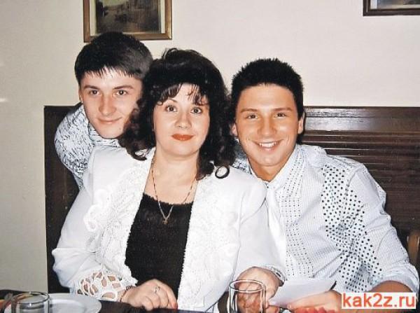 Сергей Лазарев (справа) с братом Пашей