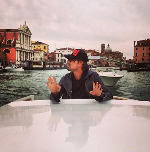 Певец наслаждается Венецией