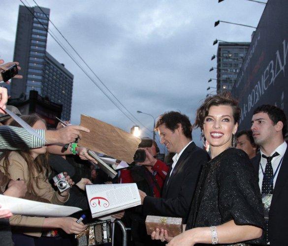 Милла Йовович общалась с поклонниками
