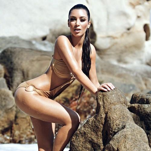 Ким Кардашян в босоножках на снегу ностальгирует за летом