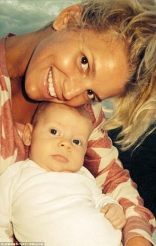 Джессика Симпсон с ребенком