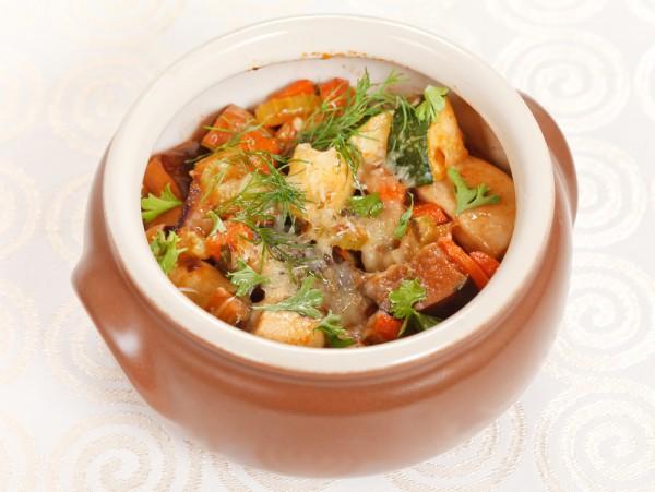 Рецепт                  Тушеное мясо в горшочках с шампиньонами