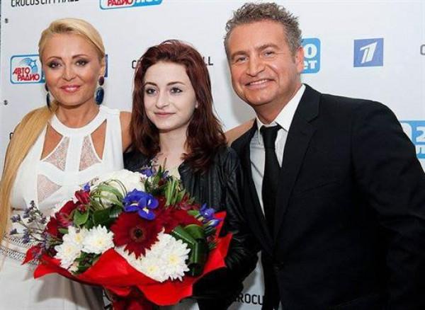 15-летняя Лиза пришла с родителями на вечеринку