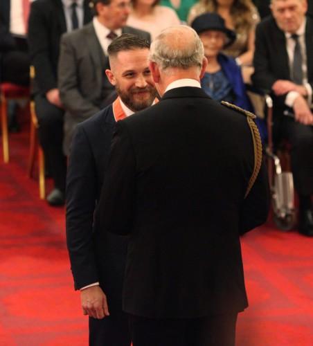 Принц Чарльз Уэльский вручил Тому Харди орден Британской империи
