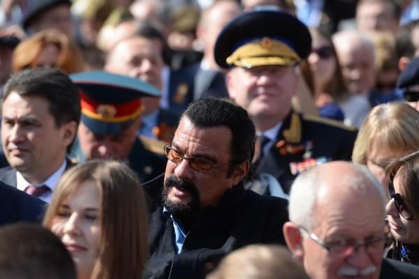 Стивен Сигал посетил парад ко Дню Победы в Москве