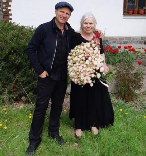 Олег Скрипка с мамой