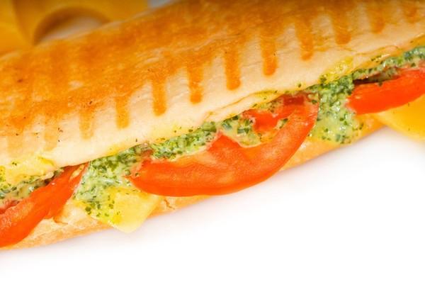 Панини с ветчиной, сыром и помидорами