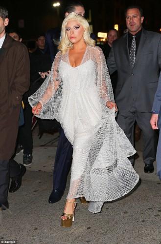 Американская певица Lady Gaga в образе Мэрилин Монро