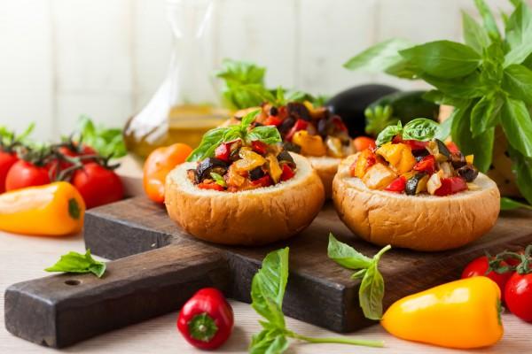 Капоната из баклажанов с помидорами