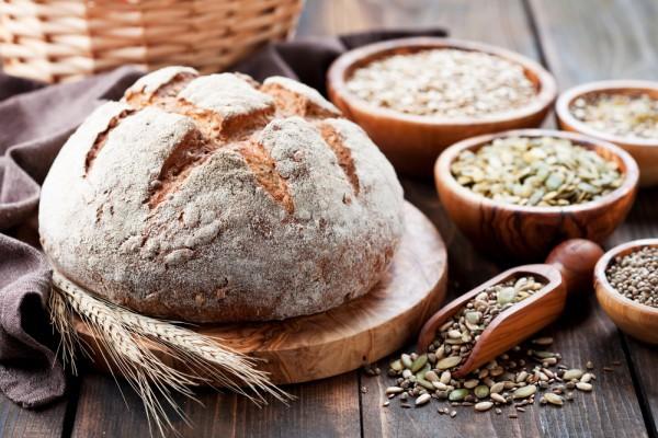 Белый хлеб лучше заменить цельнозерновым