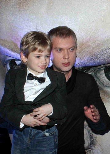 Дети Сергея Светлакова от разных браков проводят вместе 18