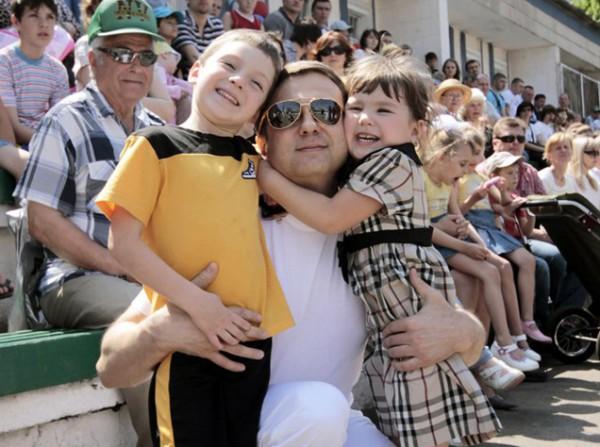 Тимофей Нагорный со старшими детьми