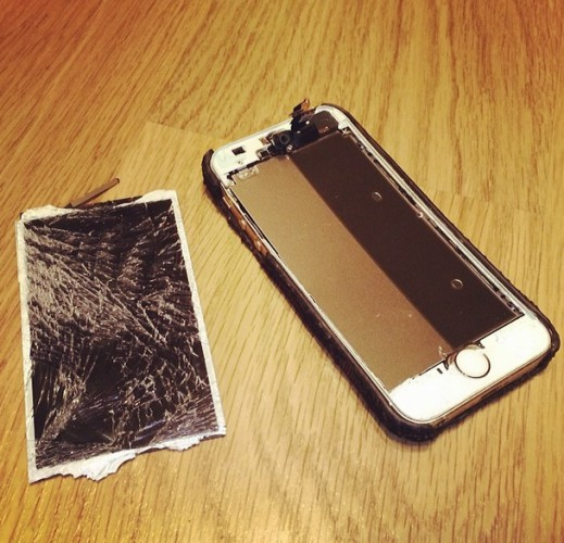 Алена Водонаева разбила телефон