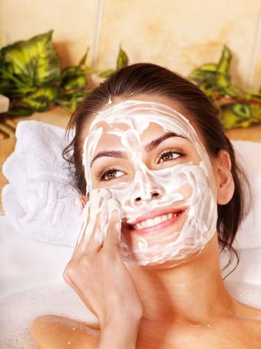 Дерматолог советует простые маски для кожи из натуральных ингредиентов