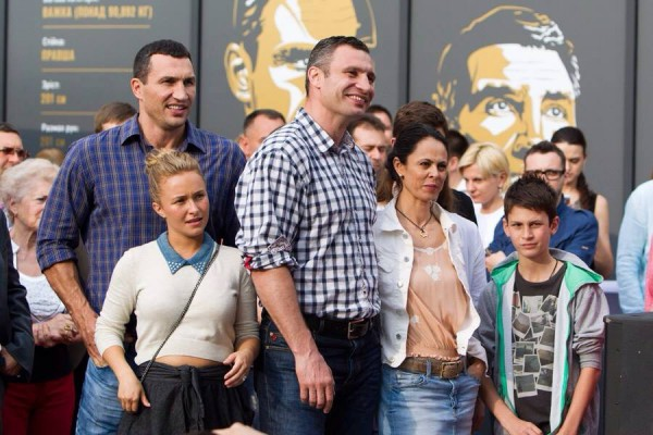 Хайден Панеттьери в Киеве с братьями Кличко
