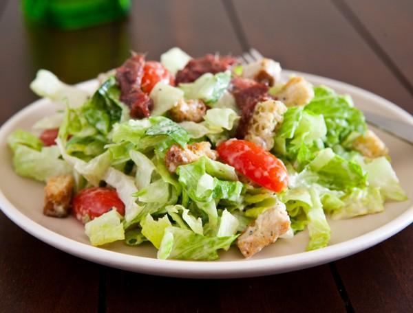 Как приготовить салат цезарь три