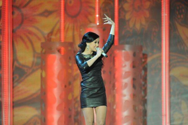 Мария Яремчук выступила в коротком платье
