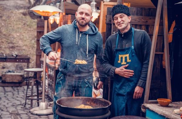 Павел Казарин (слева)