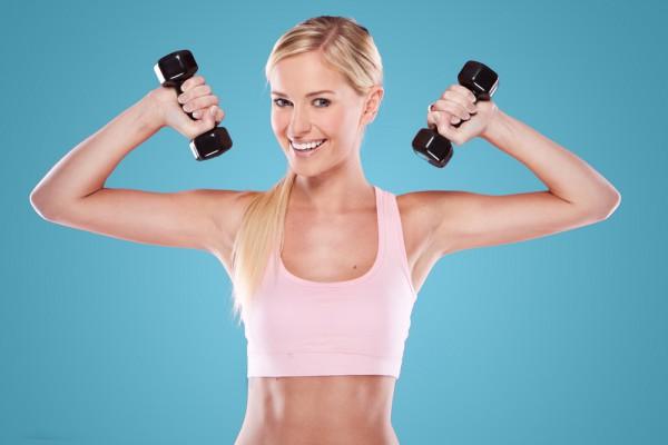 Если ты, из-за сидячей работы, страдаешь от боли в шее, плечах и спине, выполняй упражнения с гантелями