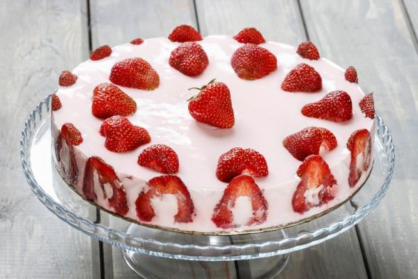 Желейный клубничный торт